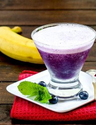 Blueberry Banana Smoothie - for those not afraid to experience a brain freeze | CookingGlory.com