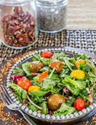 Mixed greens salad with roasted tomatoes