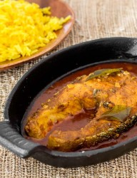 Curry salmon with jasmine rice and saffron